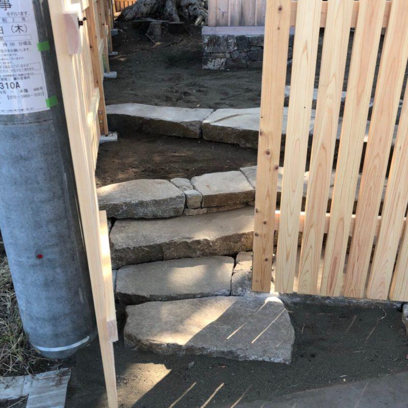 造園西山 施工事例 お稲荷様石階段ウッドフェンス